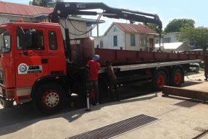 30 ton Truck with 2 ton Hiab